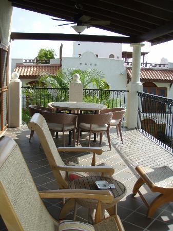 Cap Maison: large balcony