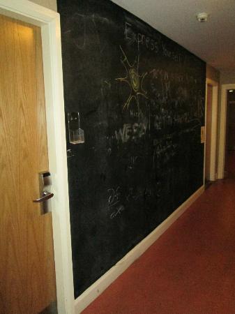 Isaacs Hostel: Hall