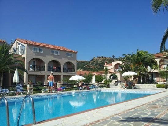 Daniel Hotel: Poolside