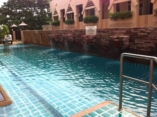 Maninarakorn Hotel: swimming pool