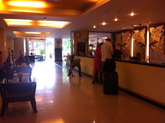 Maninarakorn Hotel: lobby