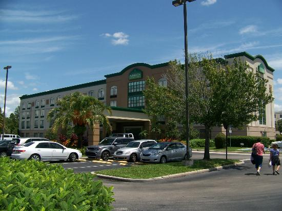 Wingate by Wyndham Convention Ctr Closest Universal Orlando: Returning from shopping