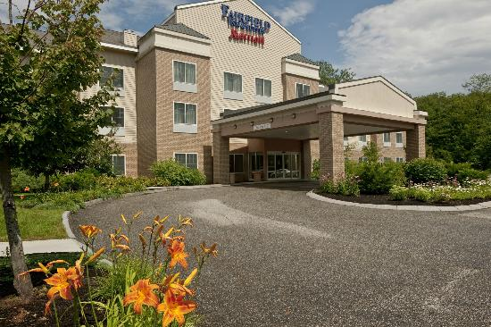 Fairfield Inn & Suites Brunswick Freeport: Our beautifully-landscaped hotel is set in Rural Maine