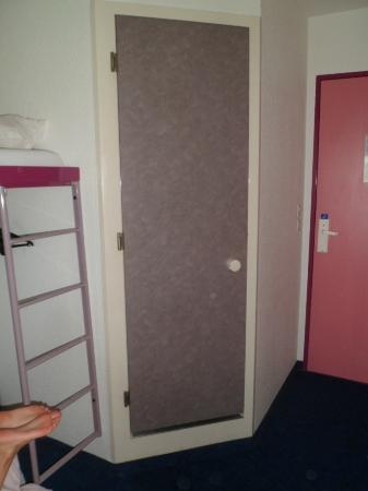 Ibis Budget Abbeville: Shower/Toilet