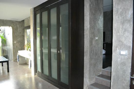 Pura Vida Villas Phuket: partie dressing et sur le côté la chambre