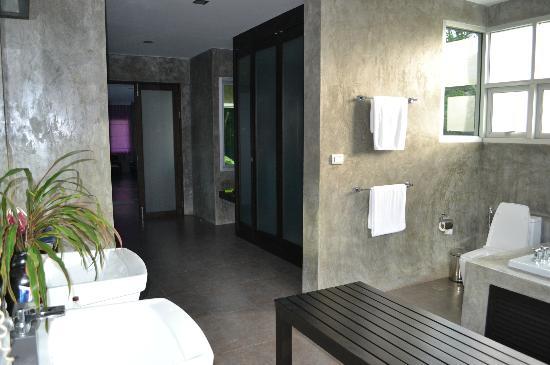 Pura Vida Villas Phuket: vue par l'autre entrée de la chambre