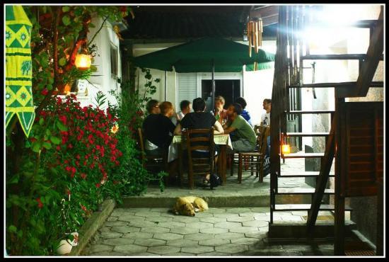 Shanti Hostel: Garden