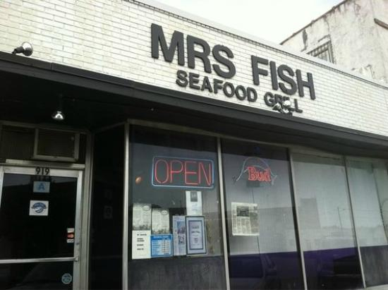 Mrs Fish Seafood Grill: outside dive bar look