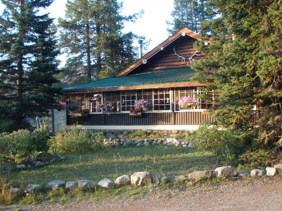 Storm Mountain Lodge & Cabins : The Lodge & restaurant