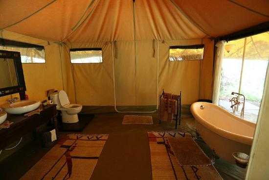 Mara Ngenche Safari Camp: bathroom