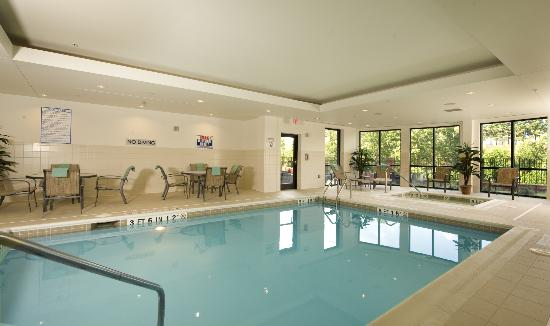 Courtyard by Marriott Atlanta Buford Mall of Georgia: Indoor Pool