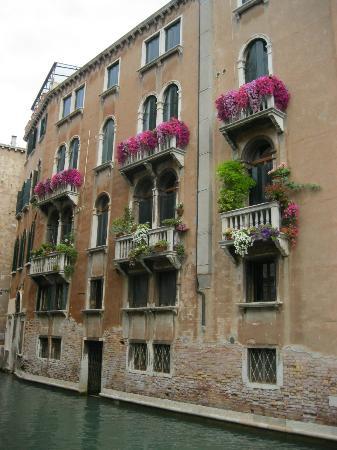 Дом в венеции фонтаны дубай график работы