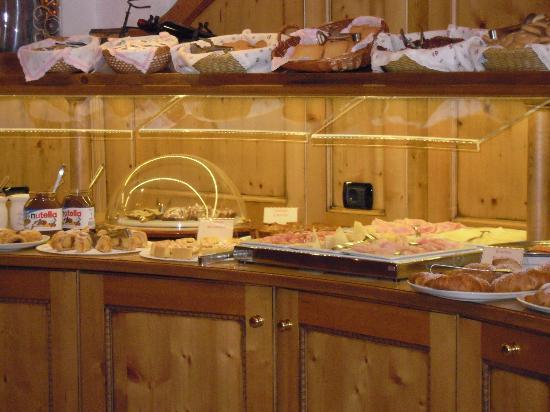 Ambiez Suite Hotel : ricca colazione