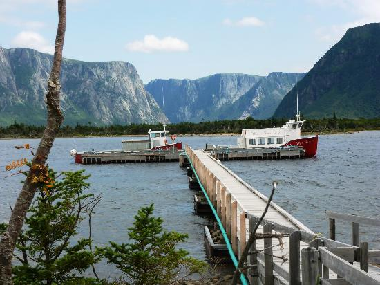 Western Brook Pond : Tour Boats