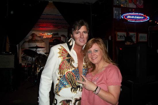 Lakehead Lodge: Elvis and Laurie next door at Klub Klondike