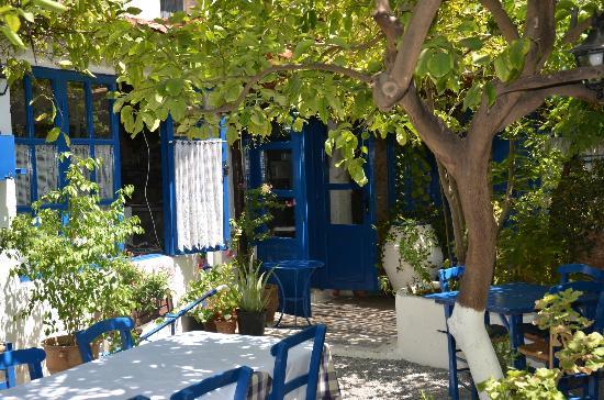 Avli Taverna: cortile