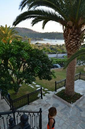Hotel Panormos Beach Skopelos: view from steps down to terrace