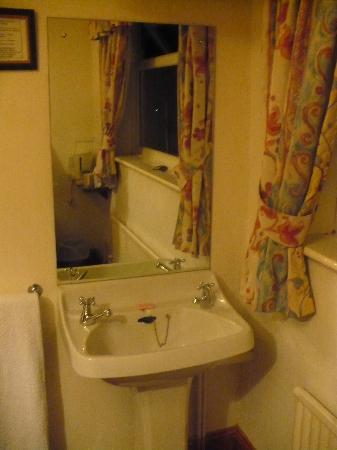 Masslink Guest House: Nice little in-room sink.