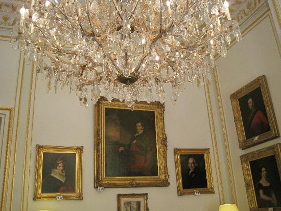 Royal Palace (Palais Royal): Sparkly Chandelier