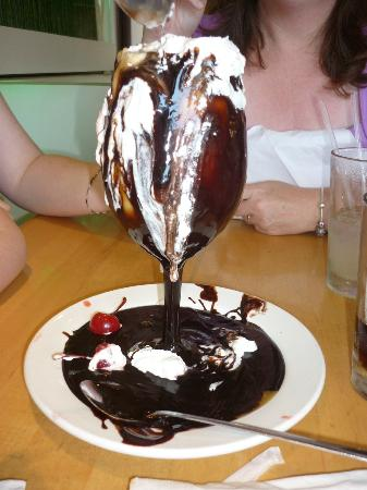 Sammy's Woodfired Pizza & Grill: Messy Sundae at Sammy's Woodfired Pizza