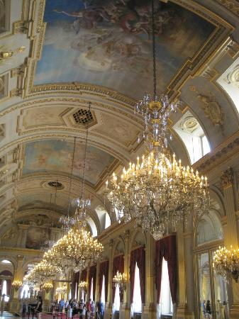 Royal Palace (Palais Royal): So many chandeliers