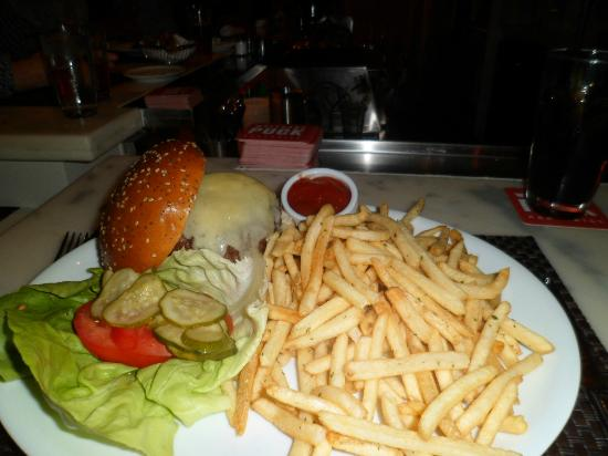 Wolfgang Puck Bar & Grill: Burger meal, Wolfgang Puck, MGM Grand, Las Vegas