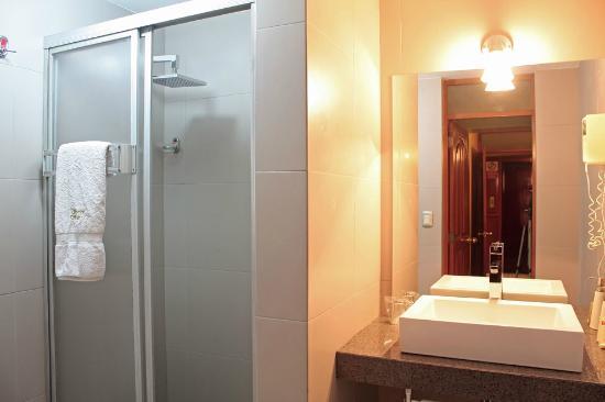 Hotel Samana Arequipa: Baño de Habitación