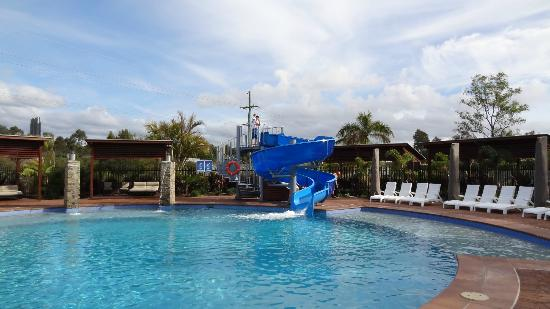 Gold coast holiday park motel from 214 2 3 7 2018 for Pool show qld
