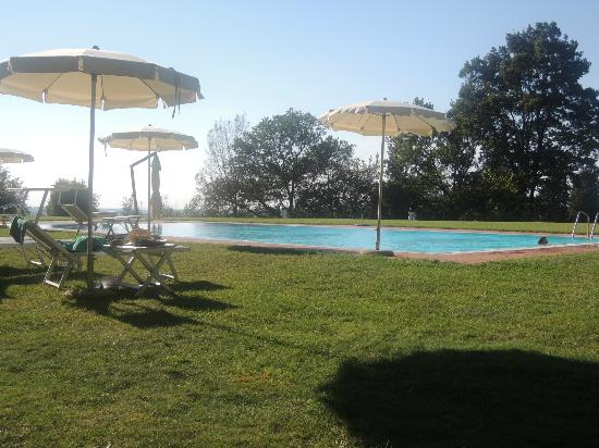 Pratello Country Resort: The swimming pool