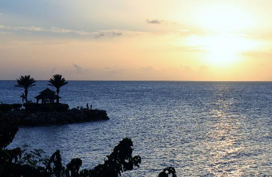 Blue Waters Antigua: Sunset at the cove suites!