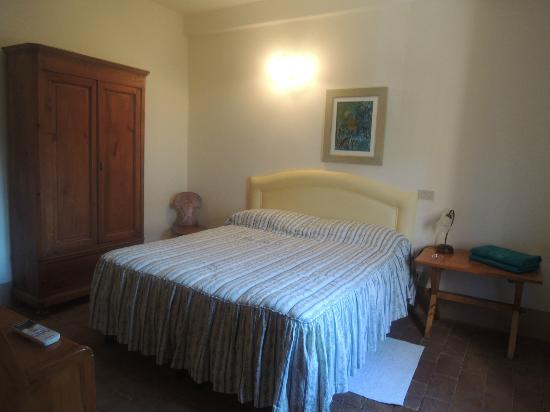 Pratello Country Resort: Main bed room