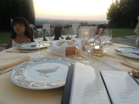Pratello Country Resort: Scenery from the garden restaurant table