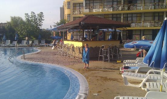 Trakia Garden Hotel : pool bar very late afternoon