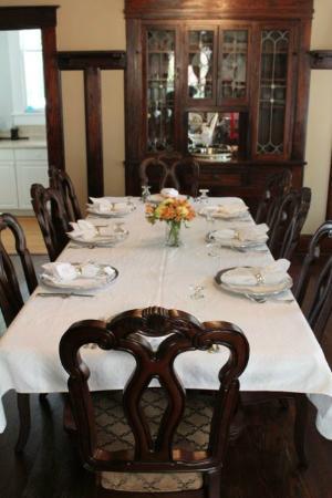 Eva's Escape at the Gardenia Inn: The table is set for your full gourmet breakfast.
