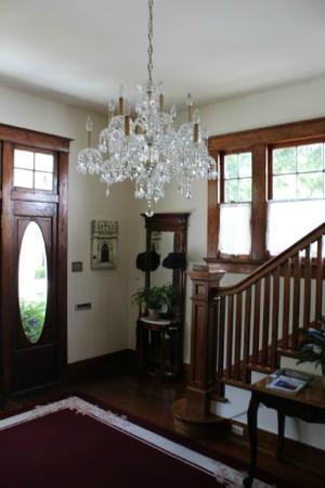 Eva's Escape at the Gardenia Inn: Inside Front Entry