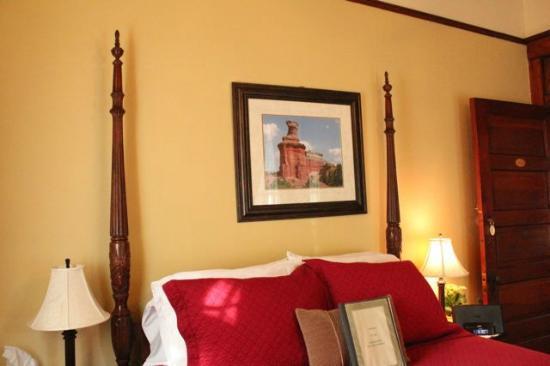 Eva's Escape at the Gardenia Inn : Magnolia Room with Shared Veranda
