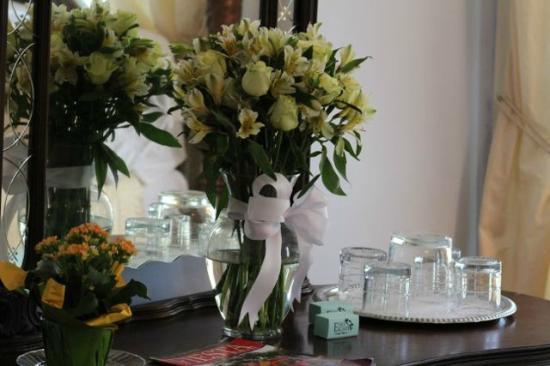 Eva's Escape at the Gardenia Inn : Romance Package - Floral Arrangement