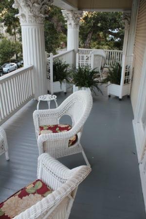 Eva's Escape at the Gardenia Inn : Second story shared veranda - Lavender and Magnolia Rooms