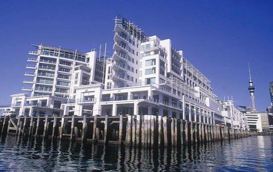 Auckland Waterfront Serviced Apartments: Prince's Wharf from the harbour