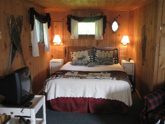 Greenville Inn at Moosehead Lake: Intérieur cottage 1 - côté lit