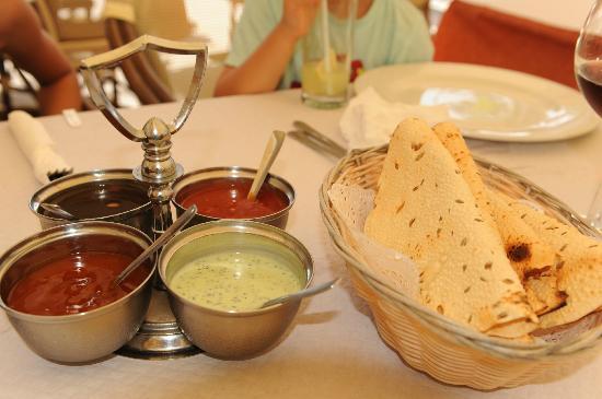 Indian Restaurant Shanti: Shanti Poppadoms