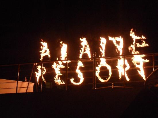 Alaiye Resort & Spa Hotel: Show at night.