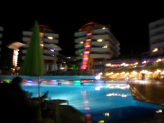 Alaiye Resort & Spa Hotel: Alaiye hotel at night.