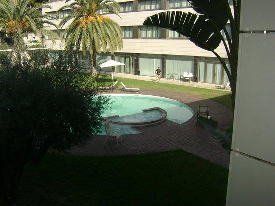 Daniya Alicante : Piscina muy elegante en el patio interno