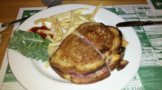 Bobby's Restaurant & Lounge: Pastrami Ruben