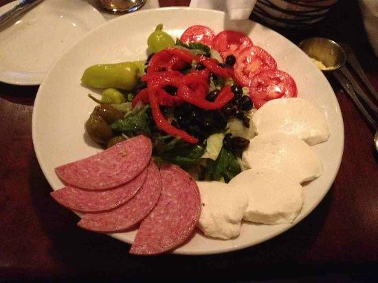 I Fratelli: Excellent antipasto salad
