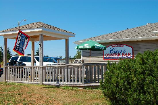 Carr's  Oyster Bar: Patio entrance (side view)