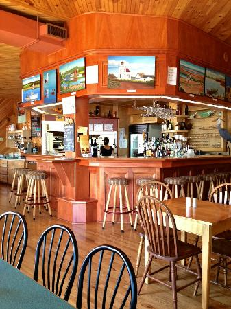 Carr's  Oyster Bar: Inside Carr's Oyster Bar