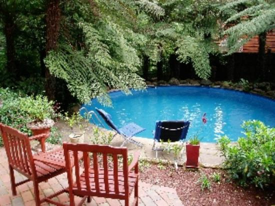 Whistle-Stopover: Guests Pool