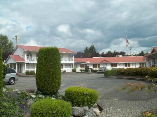 Rainbow Motor Inn: exterior